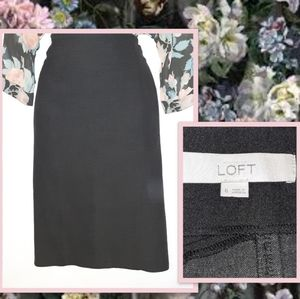 ANNE TAYLOR LOFT Charcoal Gray Skirt. Size 6.
